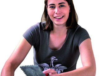 Fliesenlegerin Anne Heidrich. Foto: Zentralverband des Deutschen Handwerks